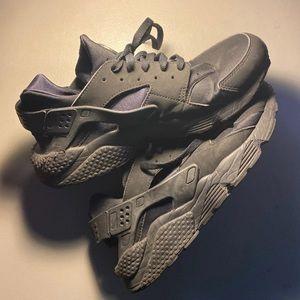 Nike huarache triple black size 11